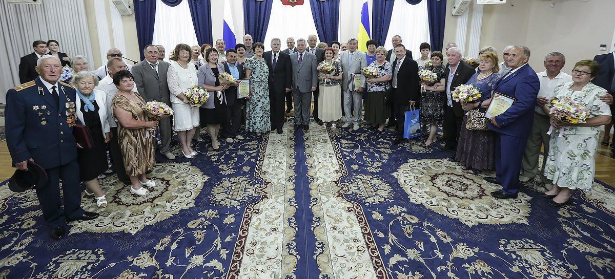 Семья сальчан может получить губернаторский знак «Во благо семьи и общества»