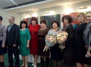 Губернатор наградил ответственного секретаря комиссии по делам несовершеннолетних Сальского района
