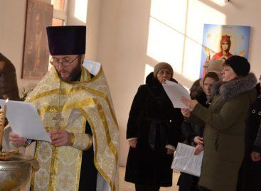 В неотапливаемом соборе на улице Ленина службы идут в любую погоду