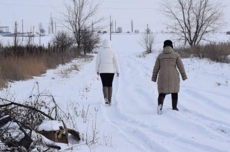 Жители улицы Ольховой в Сальске не могут добраться до своего дома