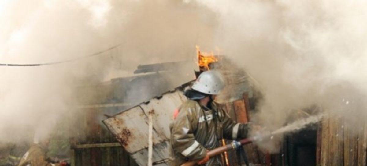 Пожар в Сальском районе: в Гиганте горела хозпостройка