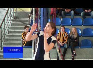 Студенческая спартакиада в Сальске: девушки сыграли в волейбол