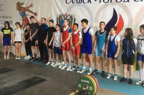 Сальские тяжелоатлеты успешно выступили на областном первенстве