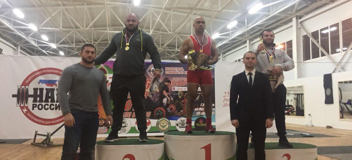 Сальский силач стал абсолютным чемпионом межрегионального турнира