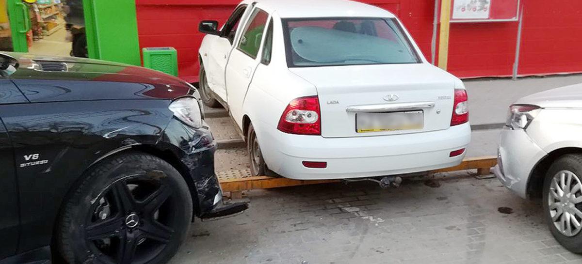 В Сальске, на улице Севастопольской, произошло дорожно-транспортное происшествие