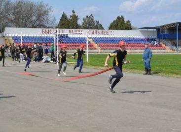 В Сальске, на стадионе «Локомотив», соревновались юные пожарные