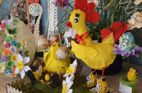 В сальском Доме пионеров и школьников проходит выставка «Светлый праздник»