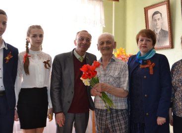 Сальских ветеранов поздравили с наступающим праздником Победы