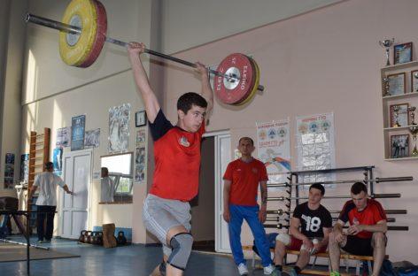 Сальский старшеклассник оказался сильнее 18 взрослых тяжелоатлетов