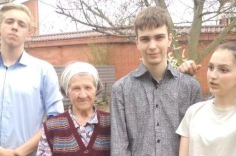 Молодые сальские волонтёры начали «Тимуровский рейд»