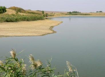 В Сандате по реке плыл труп