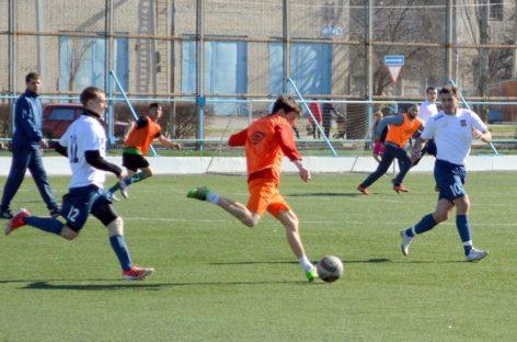 Сальские футболисты снова встретились с волгодонцами