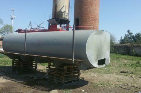 В Сальске, на консервном заводе, молодой человек упал в цистерну
