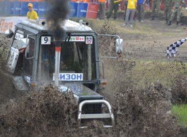 С поля — на гонку: под Ростовом соревновались самые скоростные тракторы