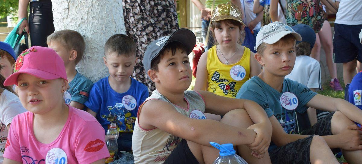 Во время летних каникул дети смогут отдохнуть и в Сальске, и на побережье моря