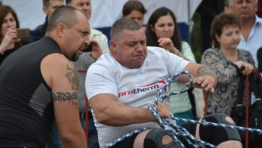 Богатырские забавы: сальчанам показали шоу «Силовой экстрим»