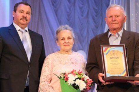 Супругов Соловьёвых из Сальска отметил губернатор Дона