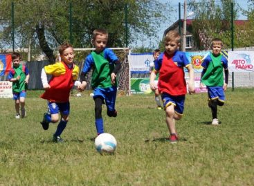 «Звёздные» футбольные команды выступили на сальском стадионе