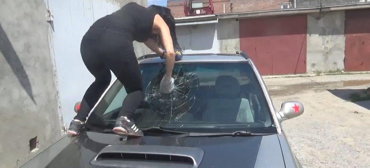 Житель Сальского района умышленно повредил автомобиль знакомого