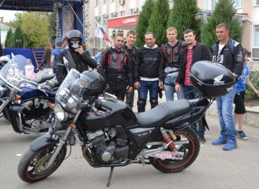 Мотопробег по Сальскому району прошел в честь годовщины Великой Победы