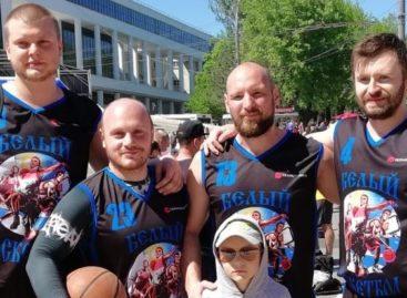 Сальские баскетболисты сражались под кольцом на Театралке