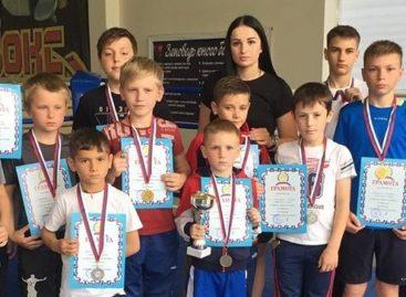 У каждого — медаль: сальские боксеры выступили на домашнем турнире