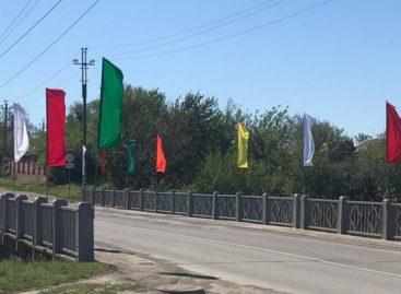 Сальчане жалуются на кражу флагов, украсивших город к 1 Мая