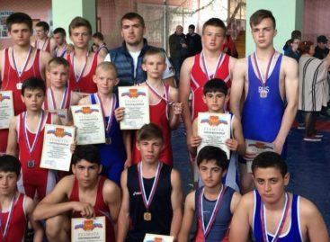 Гигантовцы завоевали 14 наград на фестивале борьбы в Орловском