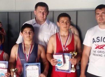 Гигантовские борцы привезли три медали областного турнира из Новочеркасска