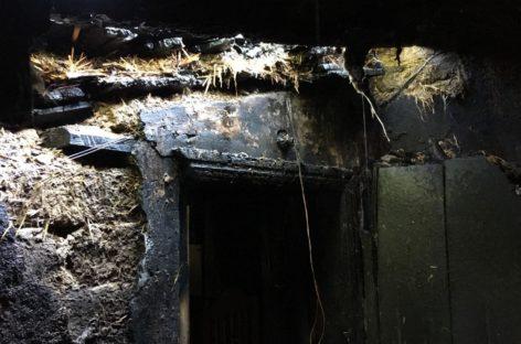 На улице Гоголя в Сальске загорелся дом, в котором никто не жил