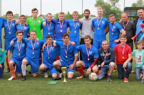 Сальские футболисты в составе команды «Опёнки» завоевали Кубок Победы-2018