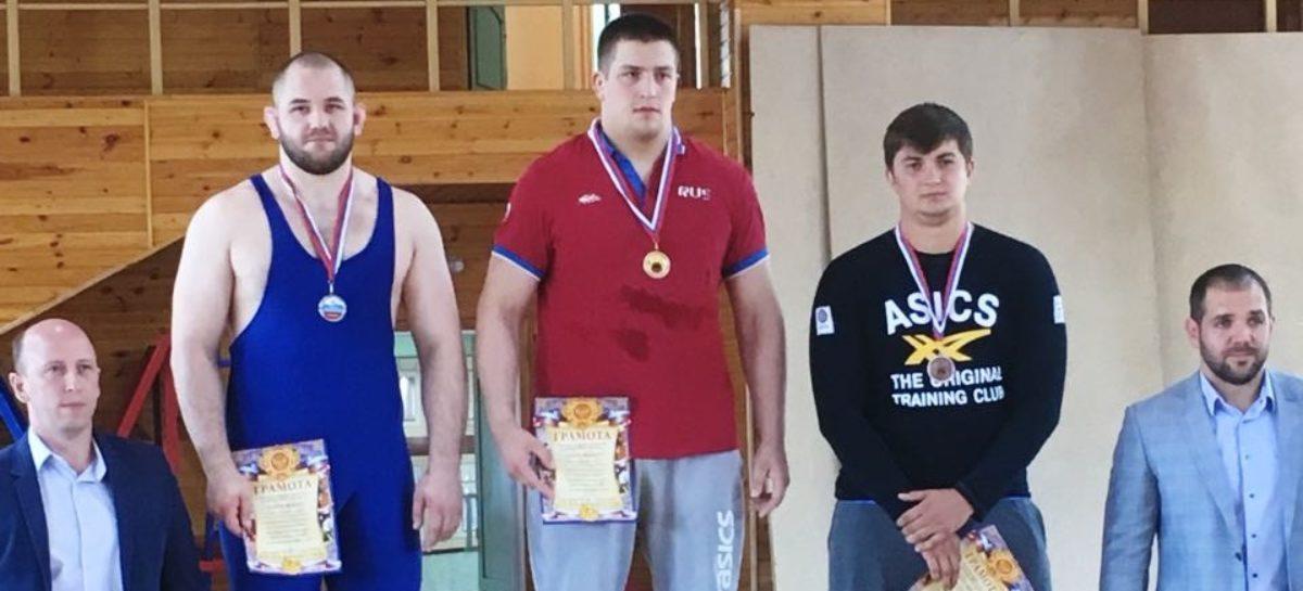 Борцы Сальского района завоевали две медали в Рязани