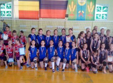 Сальские волейболистки стали вторыми на домашнем турнире