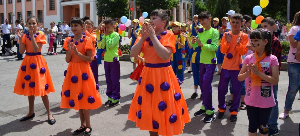 Фестиваль «Цветик-семицветик» впервые прошел в Сальске