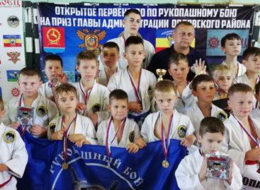 Сальские рукопашники показали класс на ковре в Орловском районе