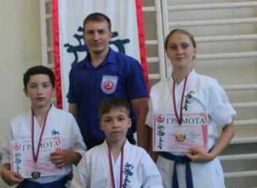 Юные мастера каратэ киокусинкай из Сальского района отметились в Зверево