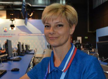 Сальчане на мундиале: волонтер Ирина Корсак помогает гостям ЧМ в Ростове
