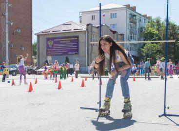 Мастеров кататься на роликах нашли среди юных сальчан на соревнованиях