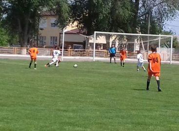 Юные сальчане держат лидерство в кубке Ростовской области по футболу