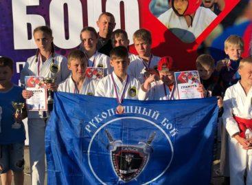 Сальские рукопашники привезли 9 медалей из Волгодонска