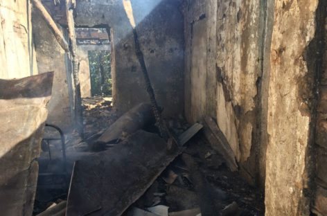 В Сальском районе из-за неосторожности при курении случился пожар