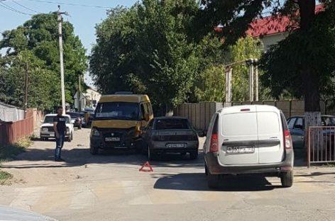 В центре Сальска в аварию попала «маршрутка» с пассажирами