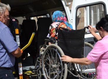 Уже около 40инвалидов-колясочников Сальского района воспользовались социальным такси