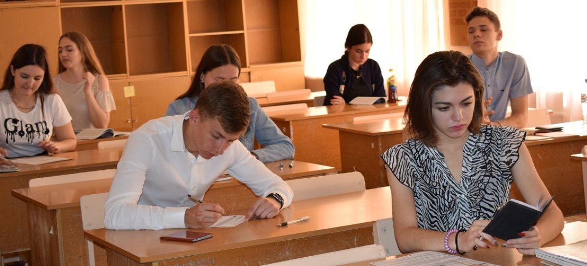 Среди 65 стобалльников ЕГЭ в Ростовской области есть и сальчанка