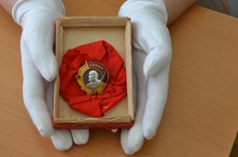 Шаблиевцы подарили художественному музею Сальска орден за трудовые заслуги их предков
