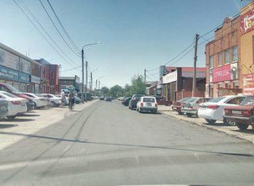 На улице Кирова, возле рынка, постелили долгожданный асфальт