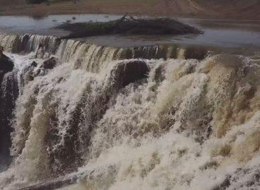 В Сальском районе стихия разрушила плотину и сорвала крышу с ангара с зерном
