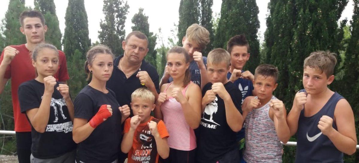 Сальские рукопашники потренировались в Крыму