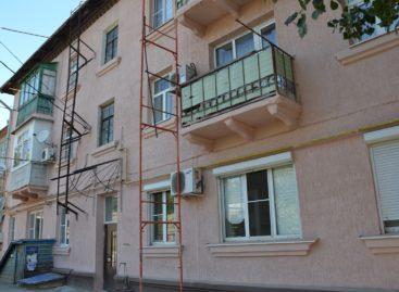 В Сальске продолжается капремонт многоквартирных домов