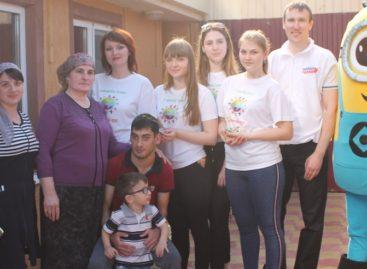 Волонтеры из Гиганта порадовали подарками детей-инвалидов и ребят с онкологическими заболеваниями